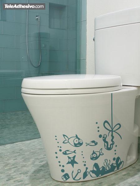 Baño Pequeno Original:Fríos, monocromáticos y estándar son los adjetivos que nos vienen a