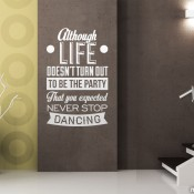 """""""aunque la vida no sea la fiesta que esperabas no dejes de bailar"""""""